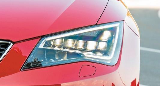 ¿Puedo cambiar las bombillas de mi coche por unas de tipo Led?