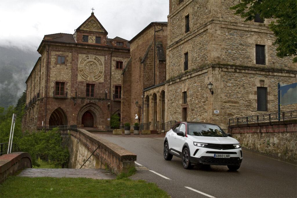 Rincones de la Rioja en Opel Mokka, Monasterio de Valvanera