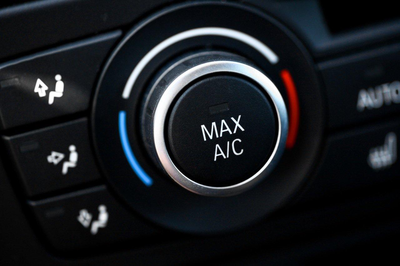 ¿Necesitas recargar el aire acondicionado del coche? Estos son algunos de los talleres que ofrecen este servicio