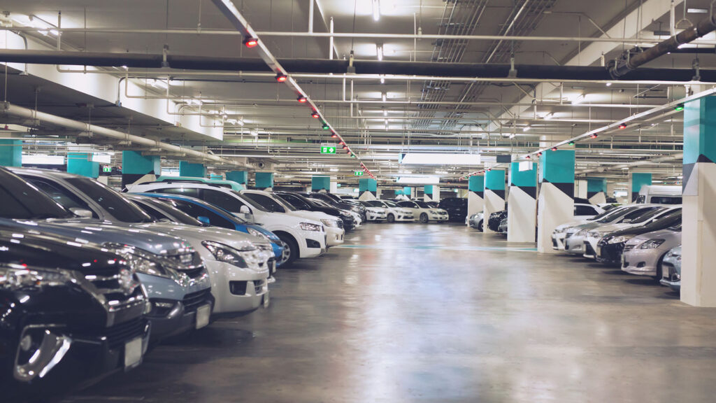 coches aparcados en el garaje