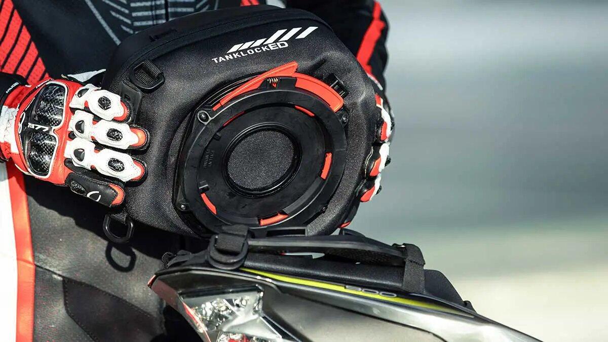GIVI añade una guantera desmontable a tu moto