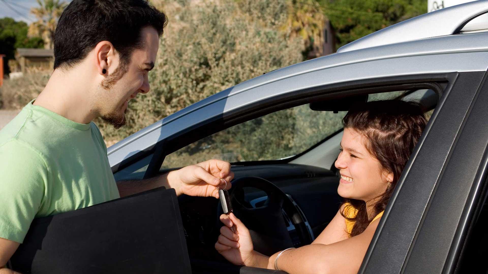 ¿Dónde es más barato alquilar un coche en vacaciones?