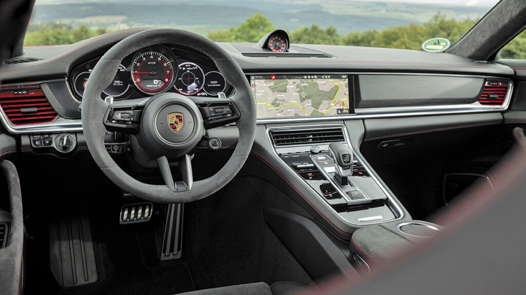 Porsche Panamera GTS 2021 interior