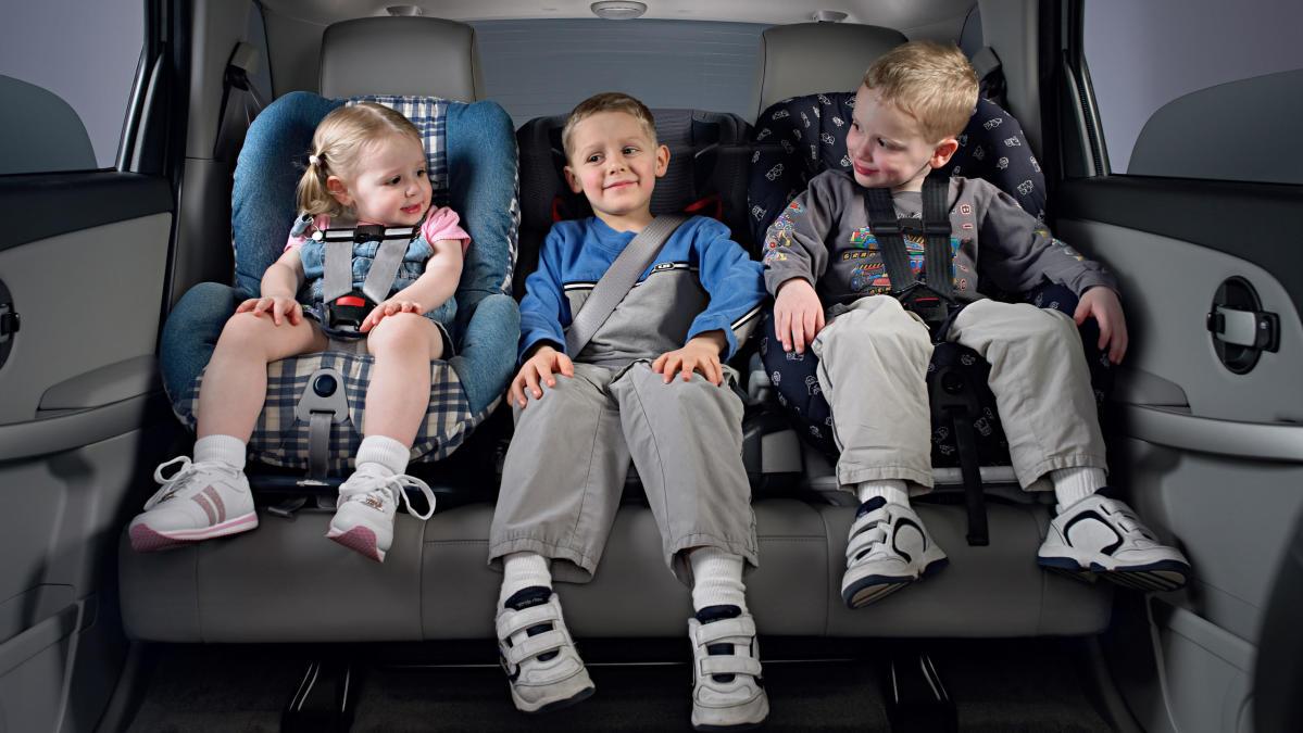 ¿Por qué hay niños que siguen viajando sin silla de coche?