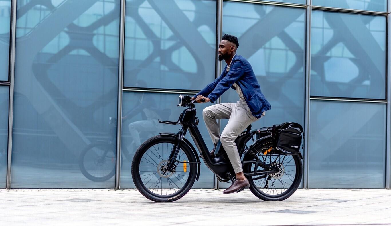 La Comunidad de Madrid ofrece ayudas de hasta 1.000 euros en la compra de bicicletas, patinetes y motos eléctricas