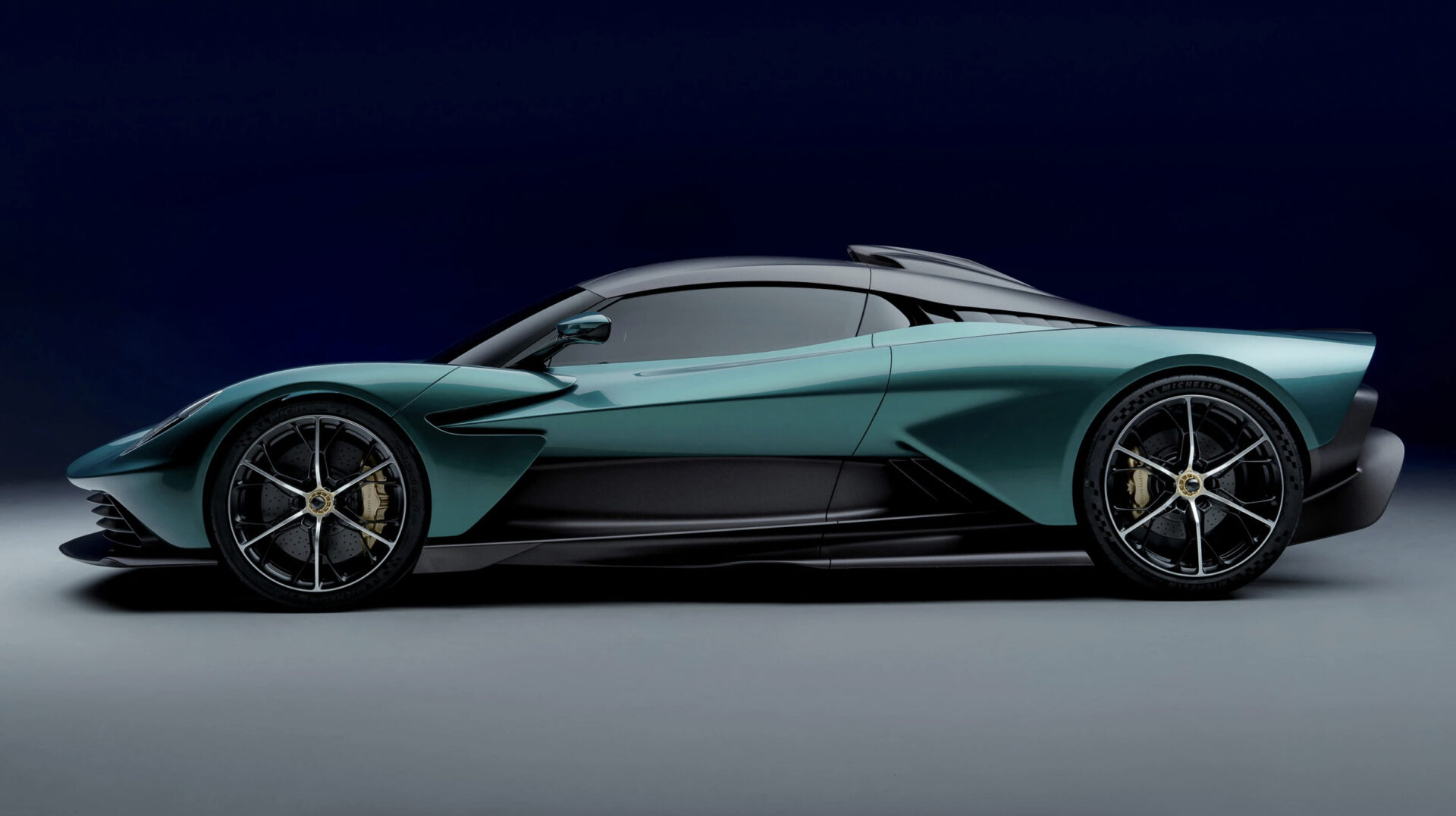 Aston Martin Valhalla perfil