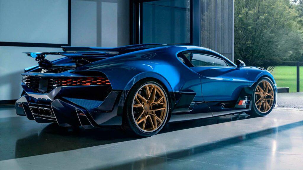 Final Bugatti Divo 6