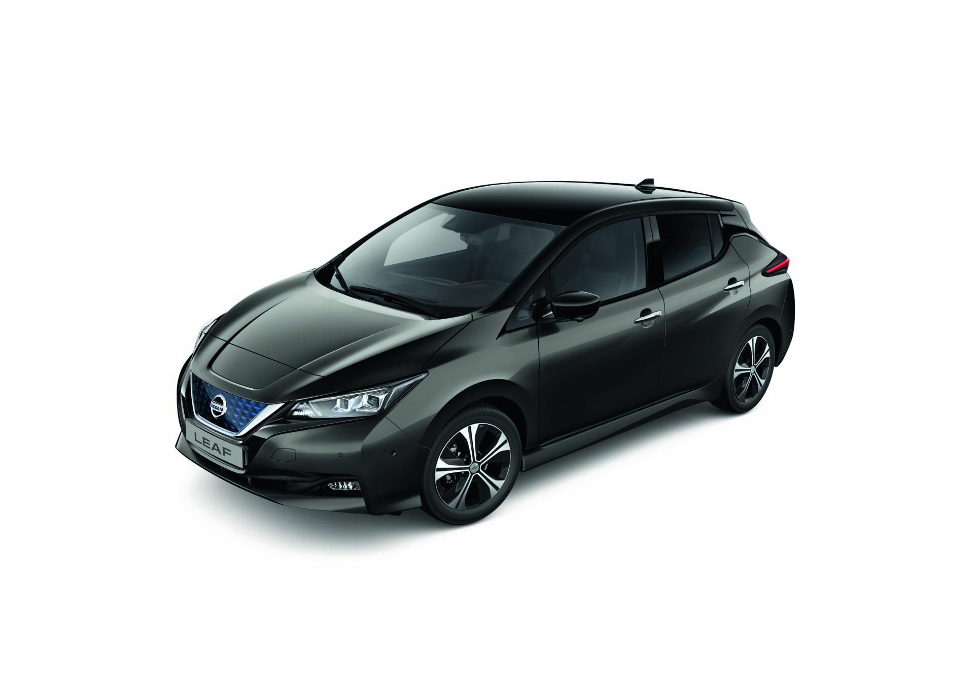 Uber firma un acuerdo de sostenibilidad con Nissan para electrificar el sector del taxi y VTC en España