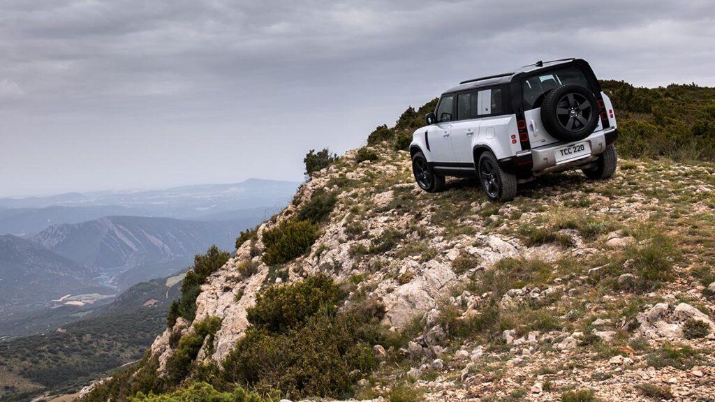 Land Rover Defender P400e PHEV trasera