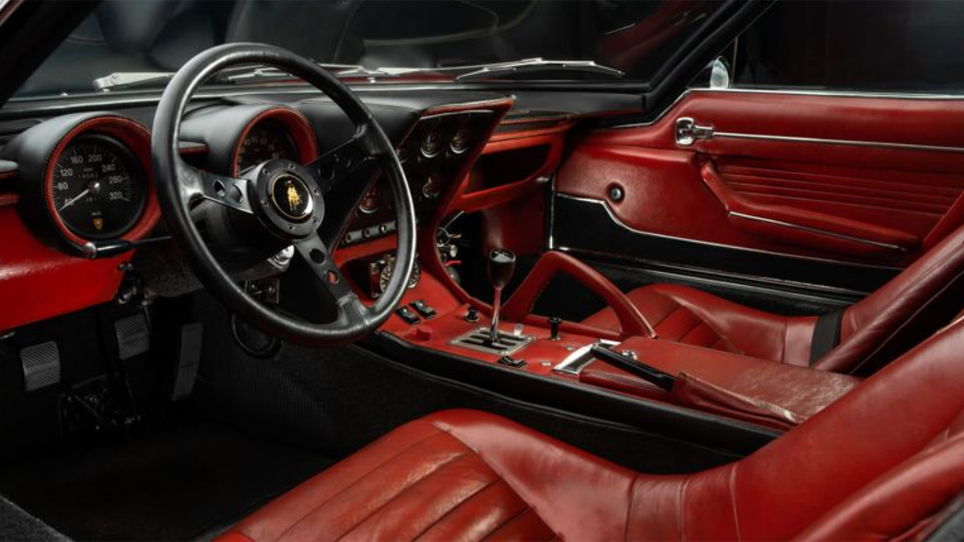 Lamborghini Miura SVJ interior