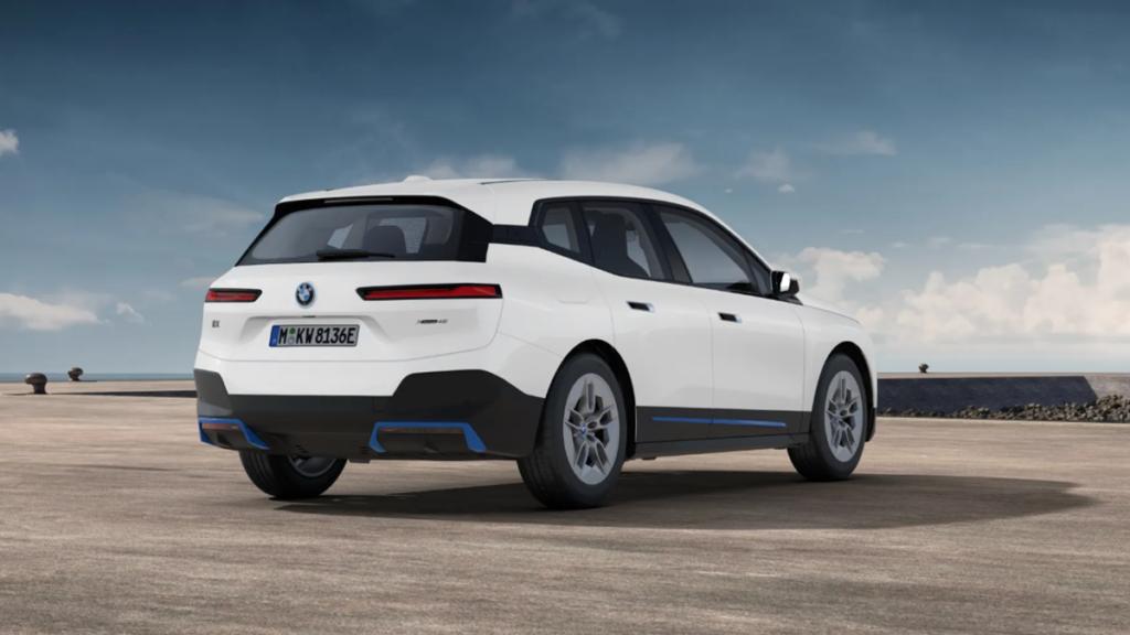 BMW ix trasera