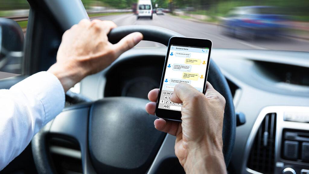 multa por conducir con el telefono movil