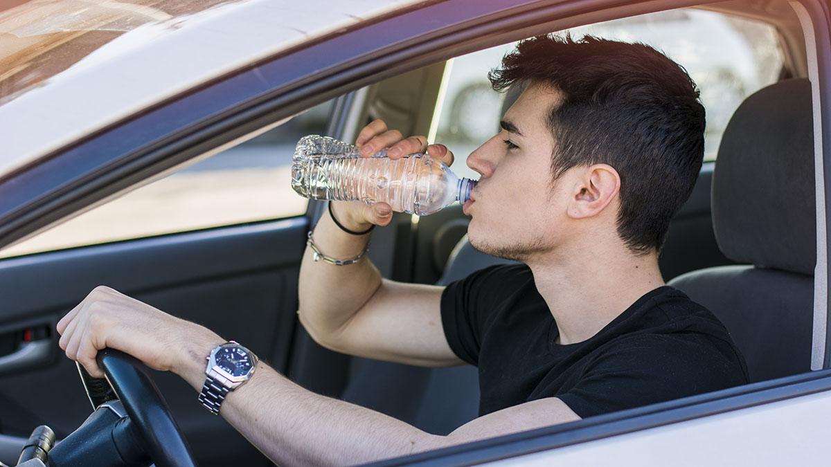 multa conducir beber agua