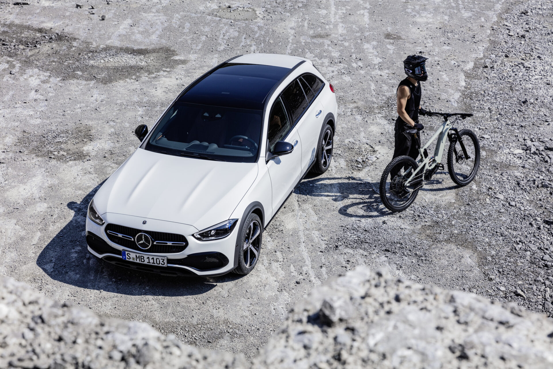 Nuevo Mercedes-Benz Clase C Estate All-Terrain 2021: la berlina familiar alemana presenta su versión más versátil con tracción total y mecánicas electrificadas