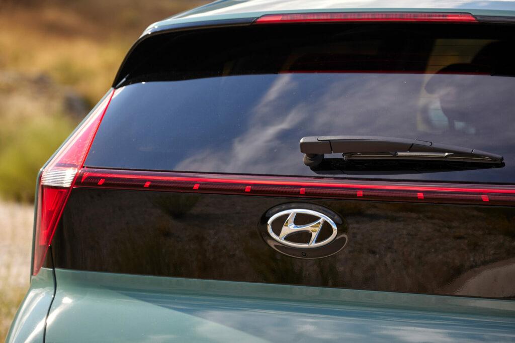 Hyundai Bayon luna trasera