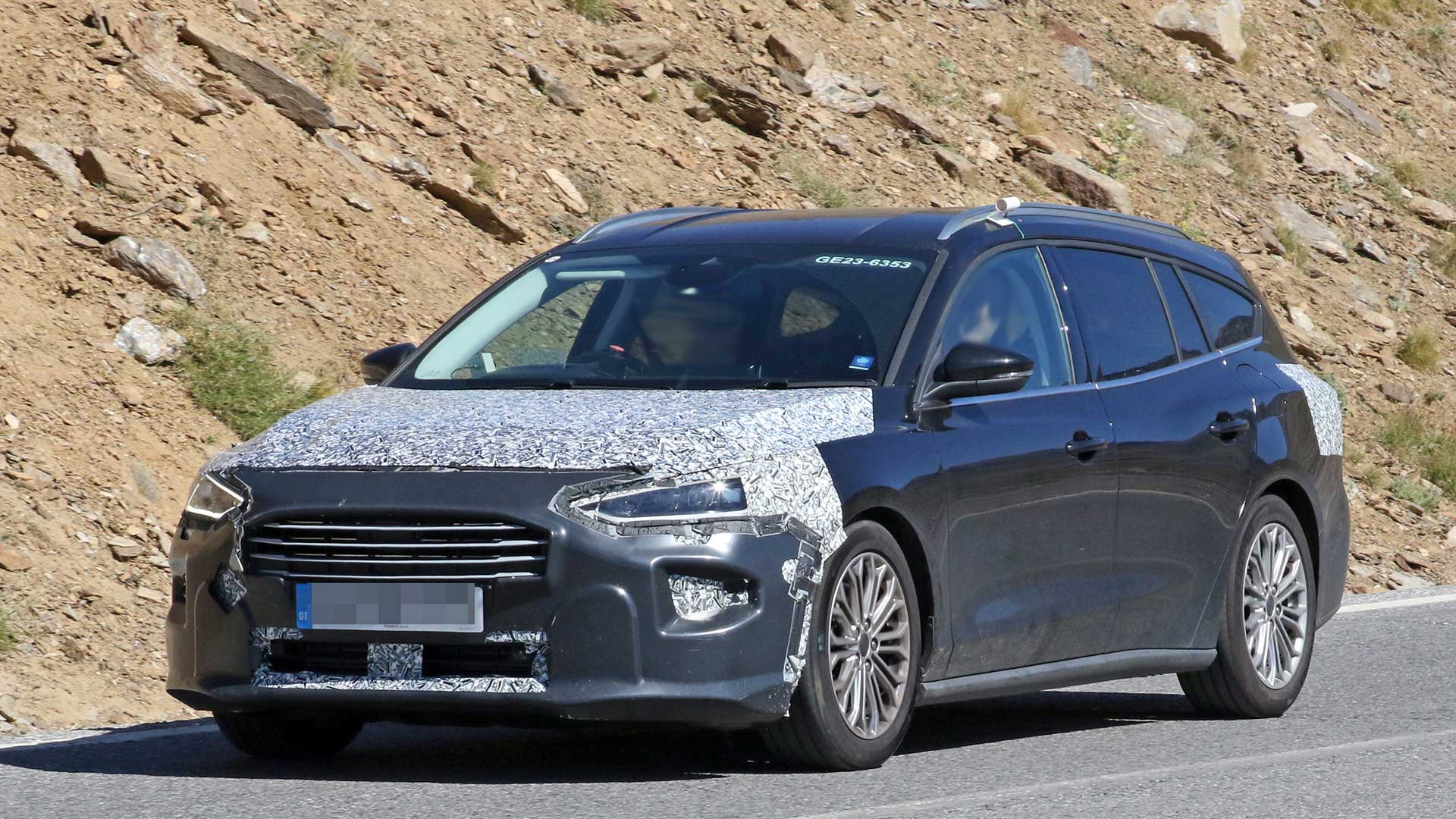 ford-focus-wagon-2022