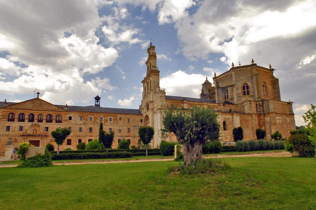 Territorio VW T-Roc, pueblos, castillos y una ruta en cabrio, Monasterio de la Vid