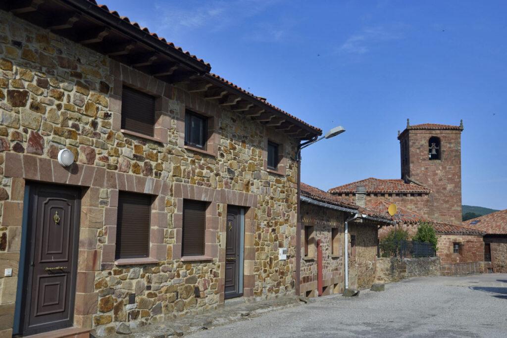 Territorio VW T-Roc, pueblos, castillos y una ruta en cabrio, Pineda de la Sierra