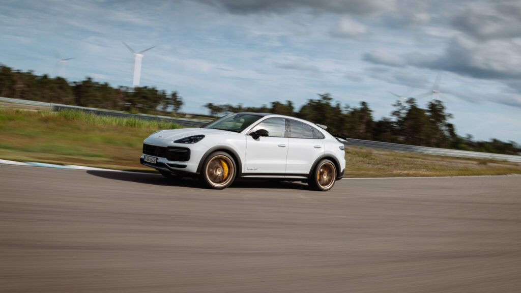 Porsche_Cayenne_Turbo_GT_3