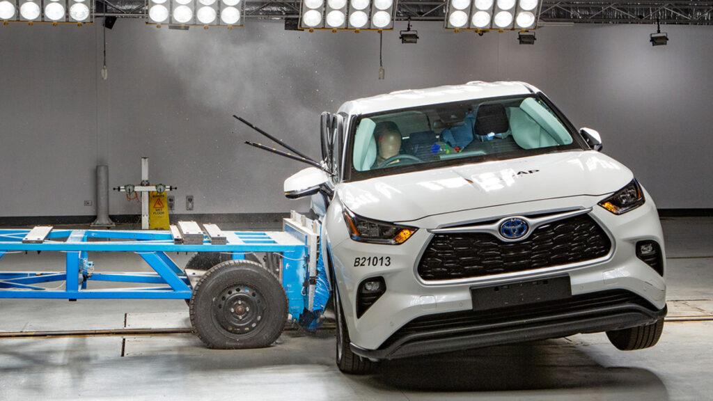 Toyota_Highlander_crashtest_