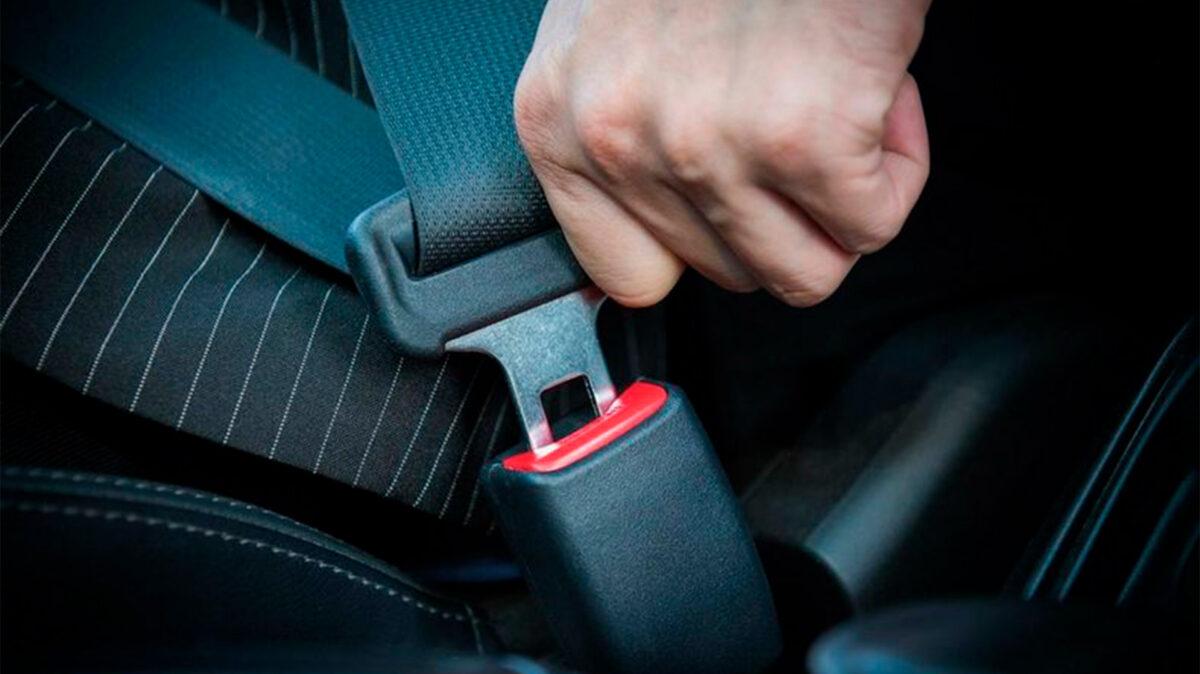 Estas son las 7 excepciones por las que Tráfico permite circular sin llevar puesto el cinturón de seguridad