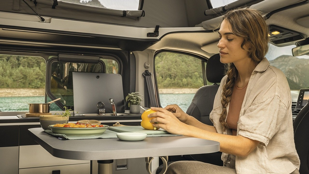 Renault Trafic SpaceNomad 2021 interior