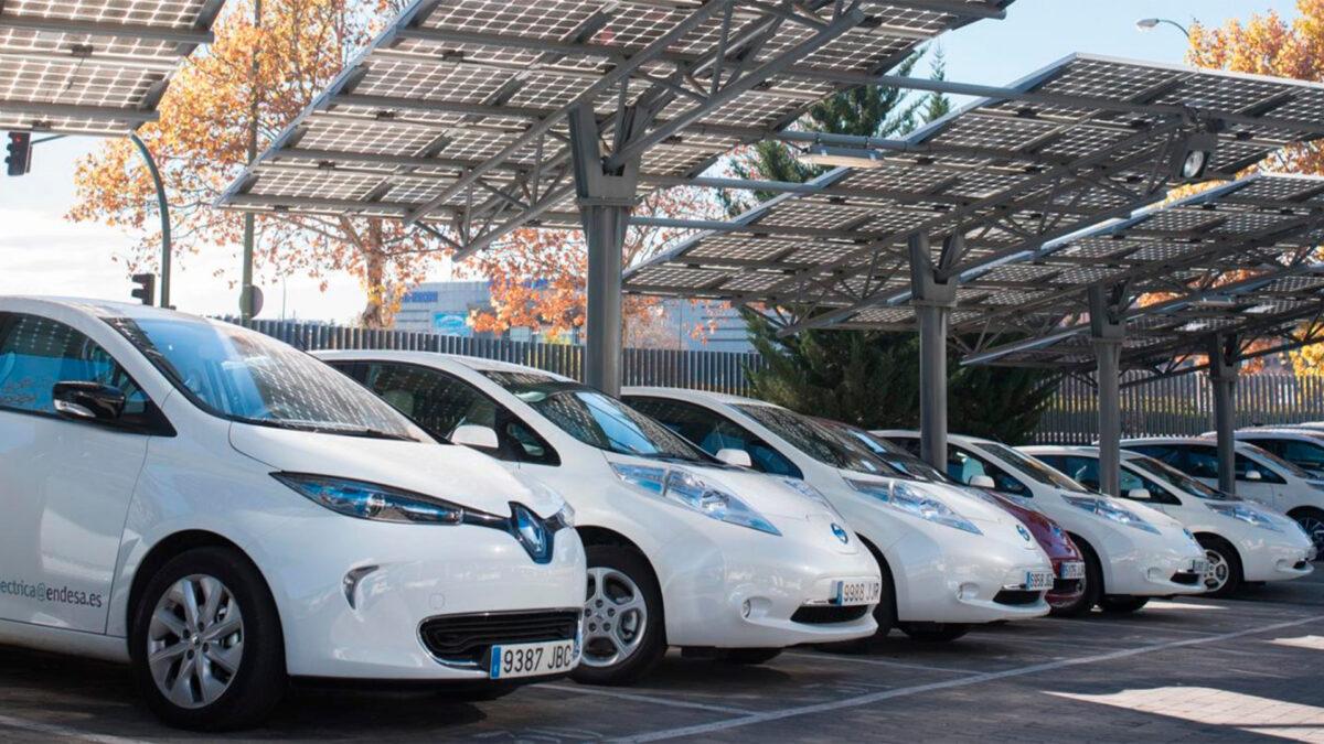 Aumenta el interés por el renting de coches híbridos y eléctricos en España