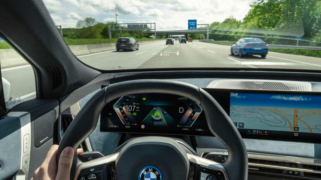 BMW iX conduccion asistentes