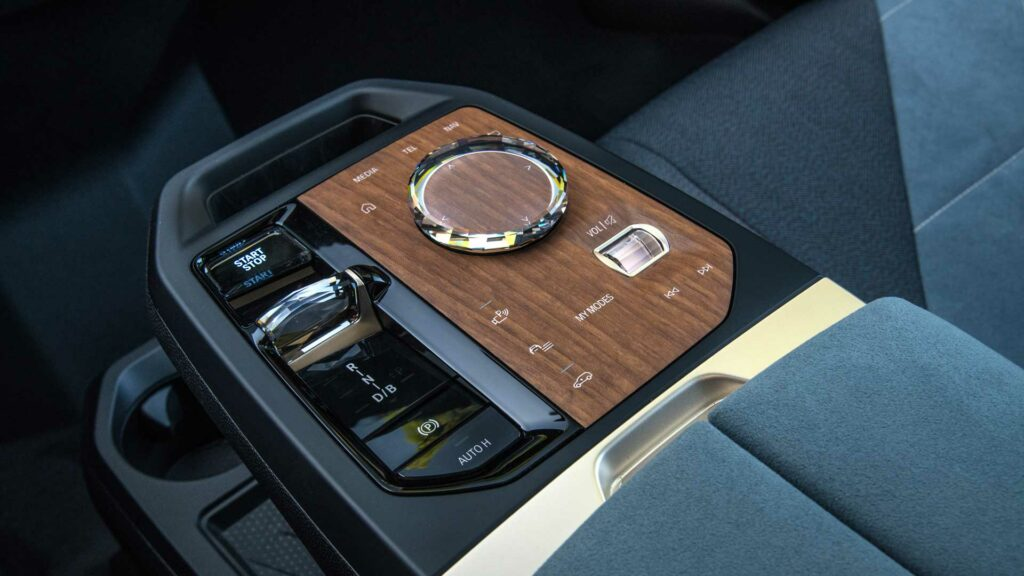 BMW iX consola central