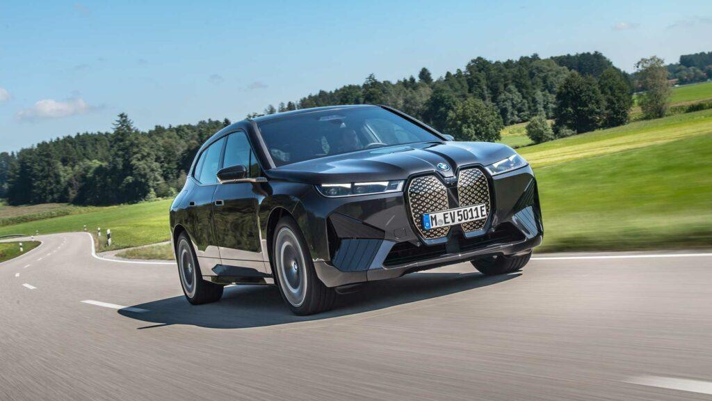 BMW iX delantera