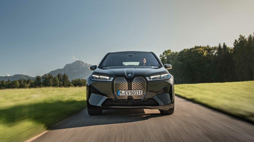 BMW iX frontal rinones