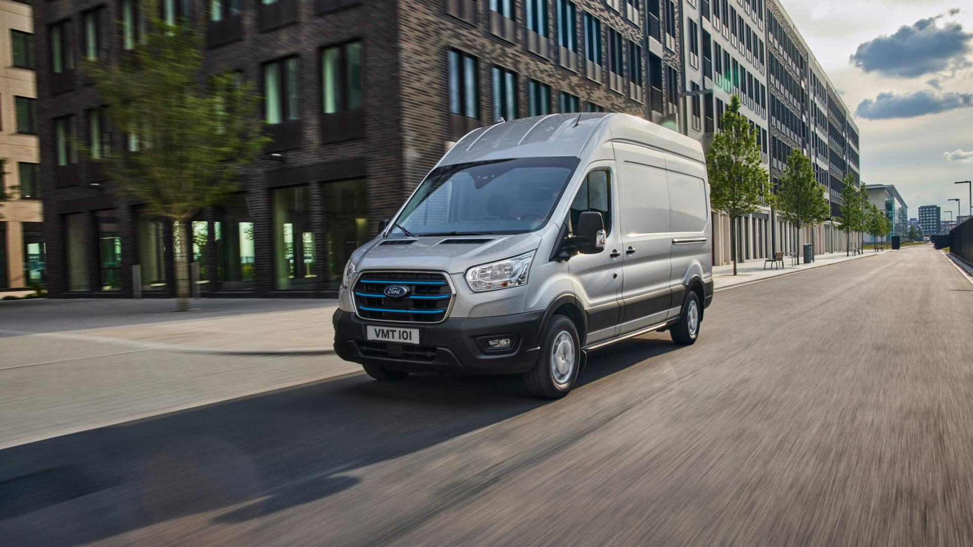 La nueva Ford Transit eléctrica apunta a convertirse en una de las referencias gracias a su autonomía, soporte de carga y dotación tecnológica