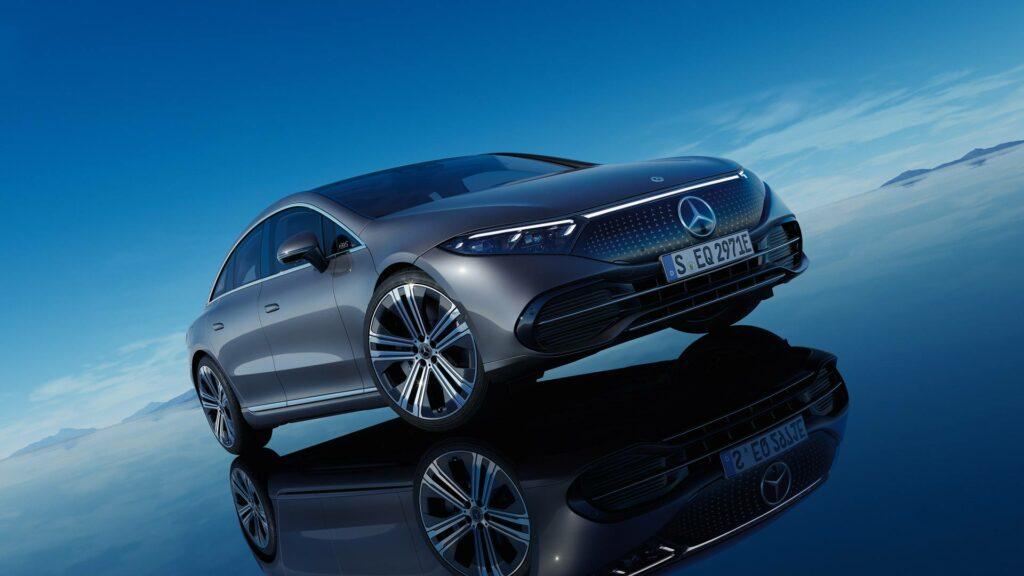 Mercedes EQS - vista en 3/4 delantero