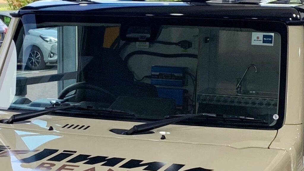 Suzuki Jimny Beans cafetería. Detalle zona delantera.