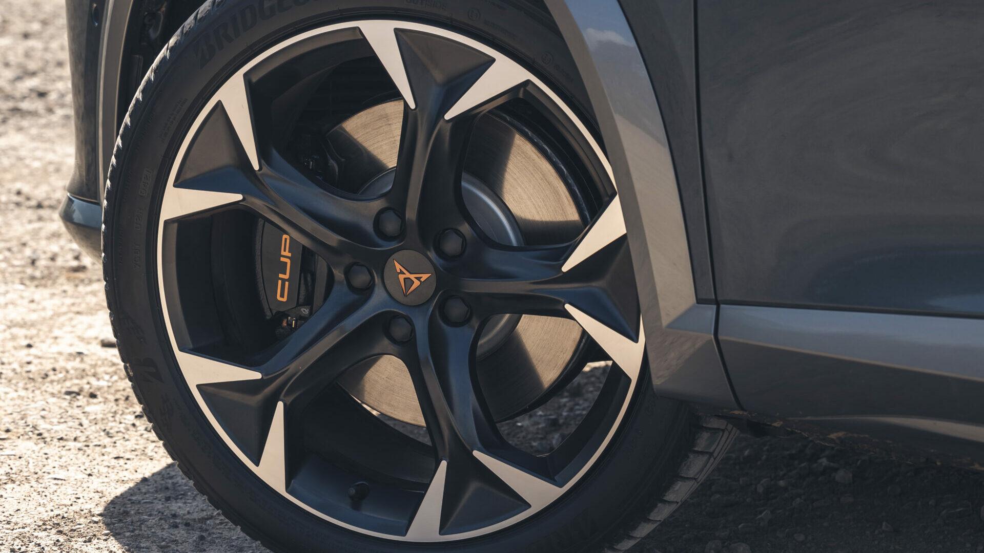 ¿Me aconsejáis cambiar los neumáticos por unos de menor medida?