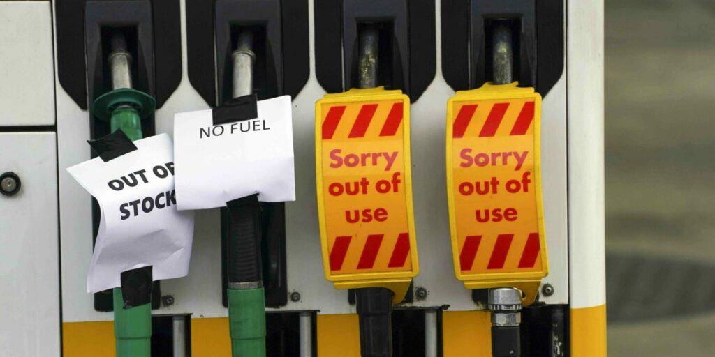 Las claves detrás de la escasez de combustible que sacude al Reino Unido