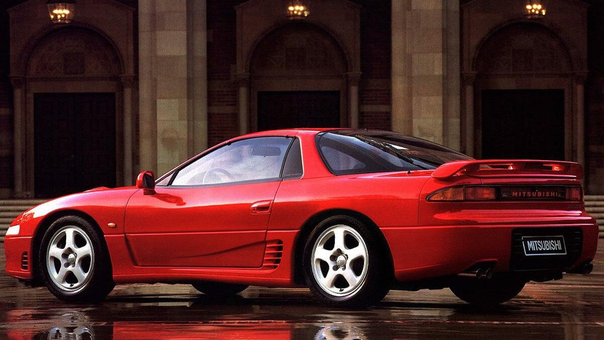 Sin embargo, lo realmente interesante es que contaba con elenco de elementos tecnológicos que se salían de lo habitual -era mucho más avanzado que el Ferrari 348 de la época- para ofrecer un comportamiento brillante.