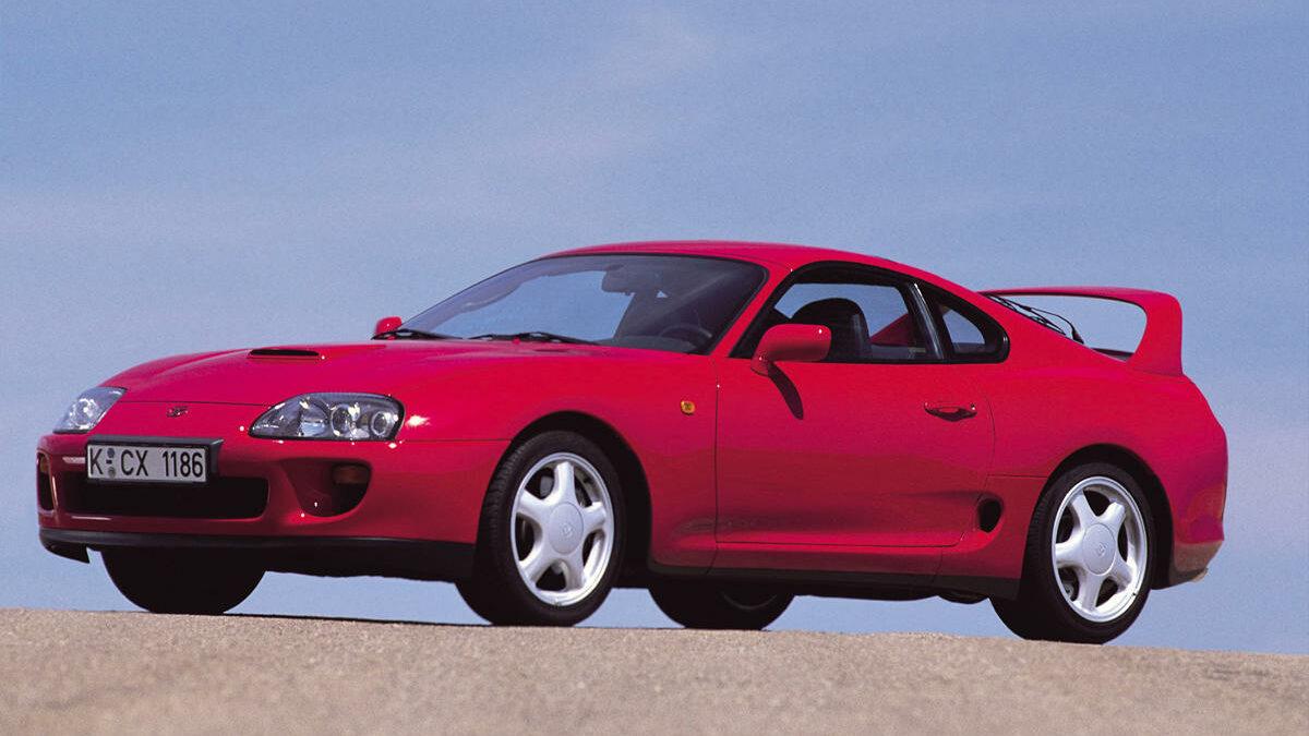 Sin duda, aunque el Toyota Supra es un coche con mucha historia -su última generación acaba de aparecer-, la cuarta generación de este deportivo japonés, aparecida 1993 es la más recordada de todas, en parte, por ser el coche que protagonizó la primera película de la saga Fast&Furious.