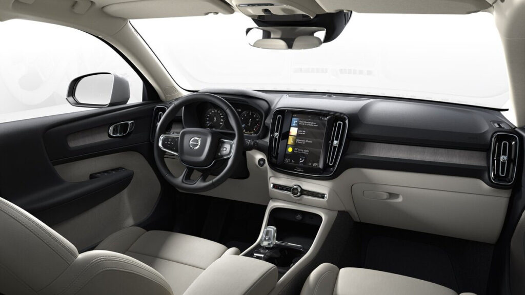 Volvo XC40 2022 interior