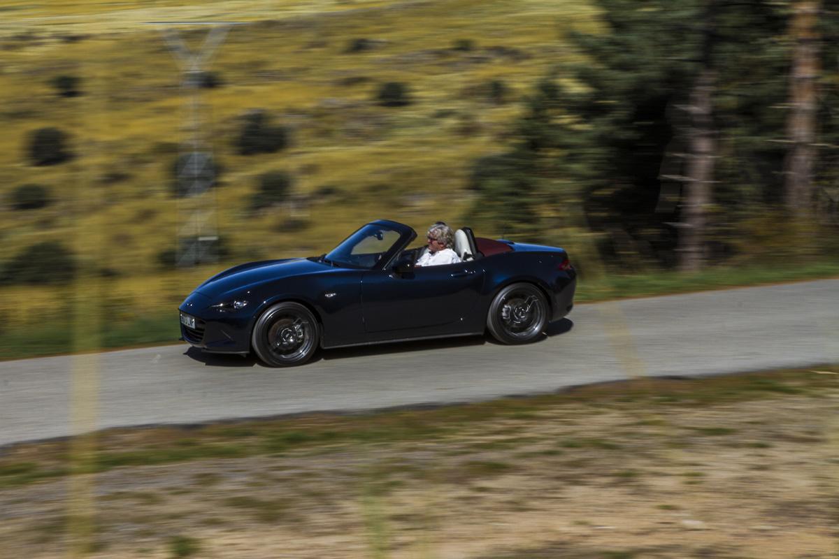 Mazda MX5, cabrio, España en cabrio, otoño, Segovia