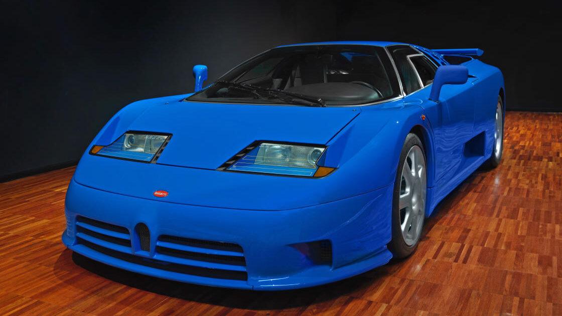 El Bugatti EB110 es el gran olvidado entre los superdeportivos de los años 90, de forma totalmente injusta. Y es que, el antecesor de los posteriores Bugatti Veyron y Chiron, fue uno de los deportivos más veloces de la época.