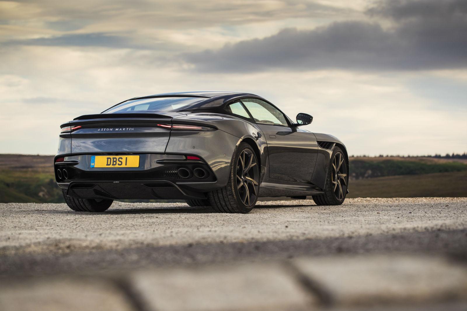 Aston Martin DBS Superleggera 007