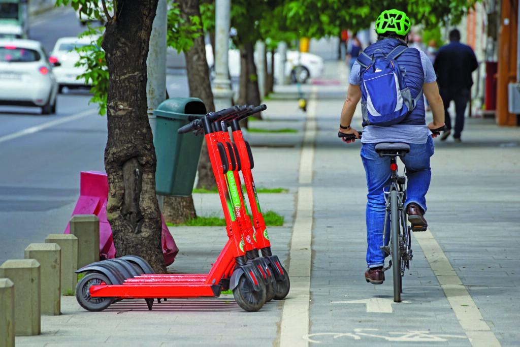 Bicicletas y patinetes circular por Madrid